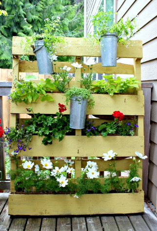 Pallet screen planter