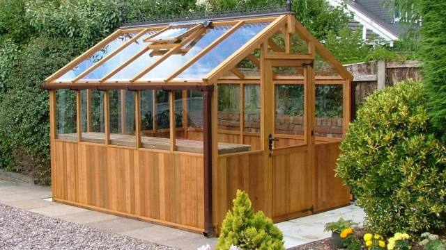 10 diy greenhouse building plans the self sufficient living for Garden greenhouse design
