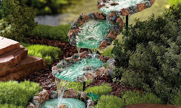 10 diy water fountain to make your garden more appealing for Making a water garden