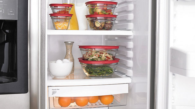 storing food in fridge