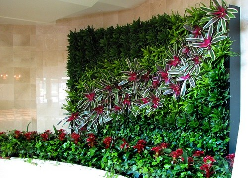 Beautiful-Vertical-Garden