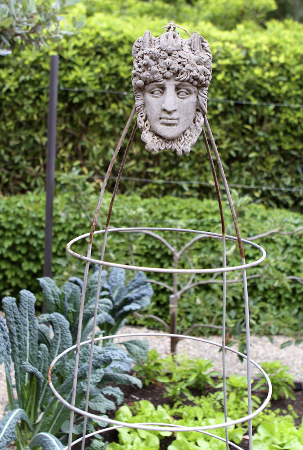 Sculpture look trellis