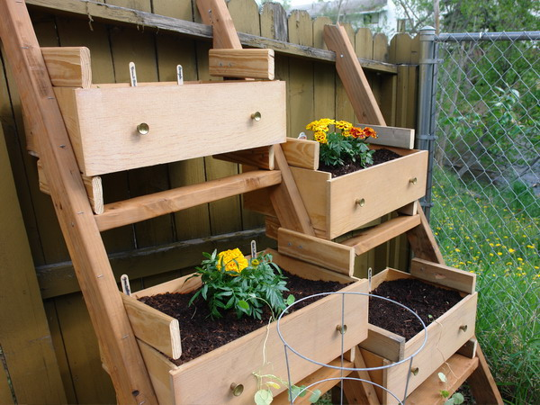 20 unique container gardening ideas for deck patio or for Container vegetable garden designs