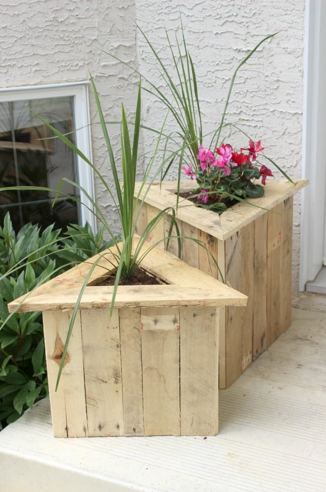 37 Outstanding Diy Planter Box Plans Designs And Ideas