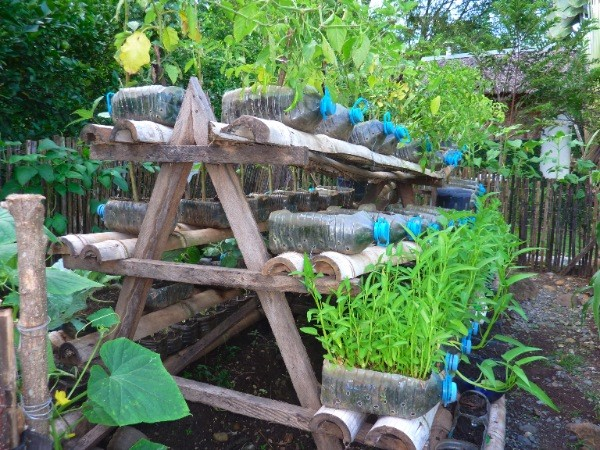 Small Space Garden Ideas small space gardening ideas tips for creating gardens in small spaces Simple Triangle Stand