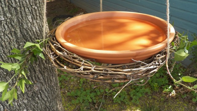 20 Lovely DIY Bird Bath Ideas To Attract Birds Yard The Self Sufficient Living