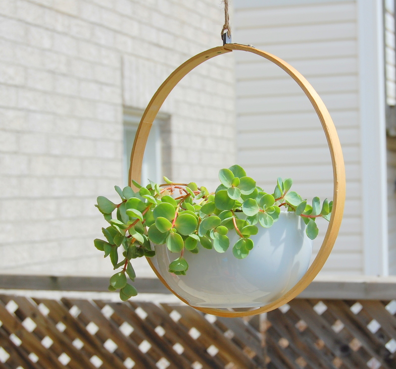 Hoop Fixed Diy Planter - 16 Lovely Diy Hanging Planter You Can Make Easily The Self