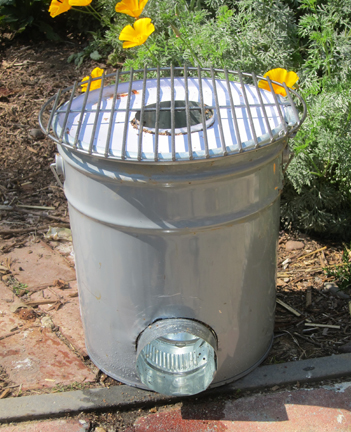 Rocket Stove Made From a Five Gallon Metal Bucket