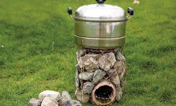 12 rocket stove plans to cook food or heat small spaces the self