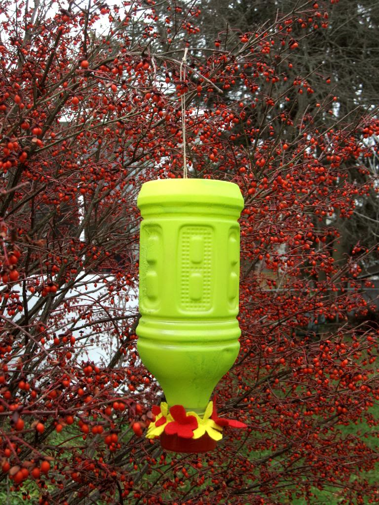 15 homemade hummingbird feeders from recycled material for Diy from recycled materials