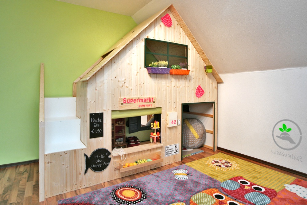 16 diy playhouses your kids will love to play in the self sufficient living. Black Bedroom Furniture Sets. Home Design Ideas
