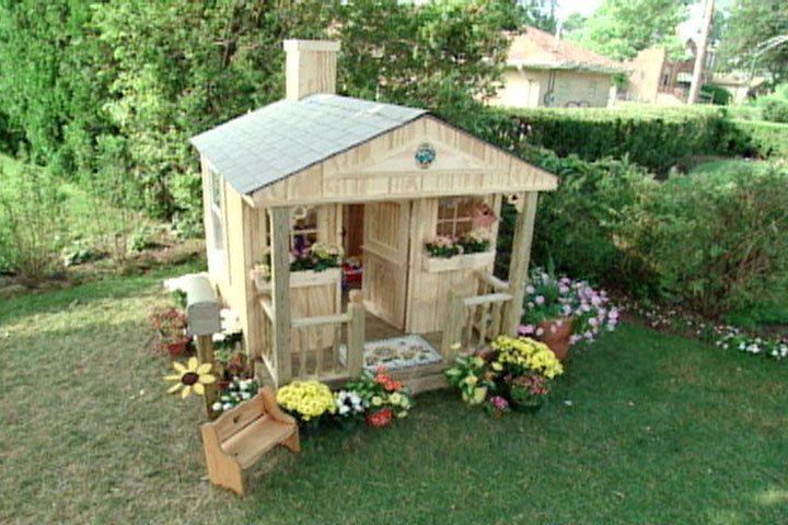 16 diy playhouses your kids will love to play in the How to build outdoor playhouse