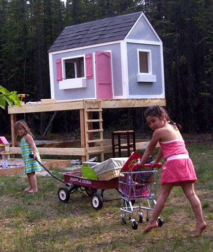 16 diy playhouses your kids will love to play in the for Easy to build playhouse