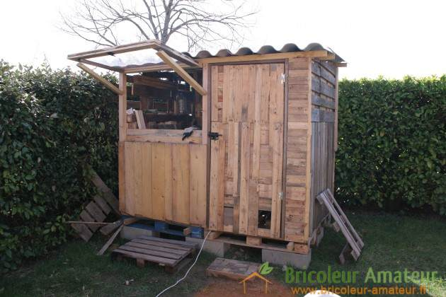 10 free plans to build a shed from recycle pallet the self sufficient living - Serre en bois de palette ...
