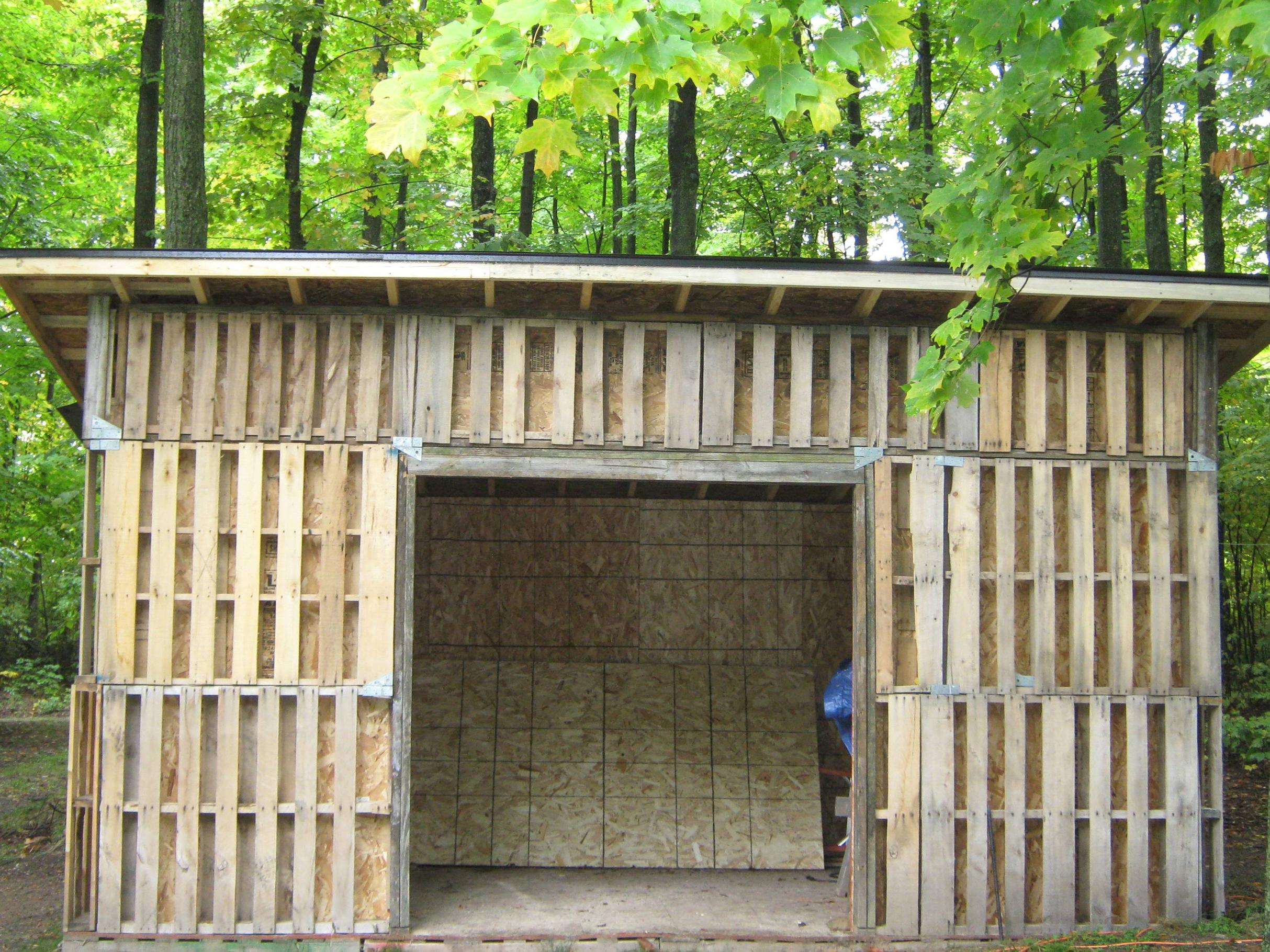 10 free plans to build a shed from recycle pallet the for Large garden buildings