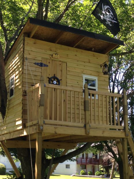 15 lovely diy treehouses make your kids dream come true for Build a home online free
