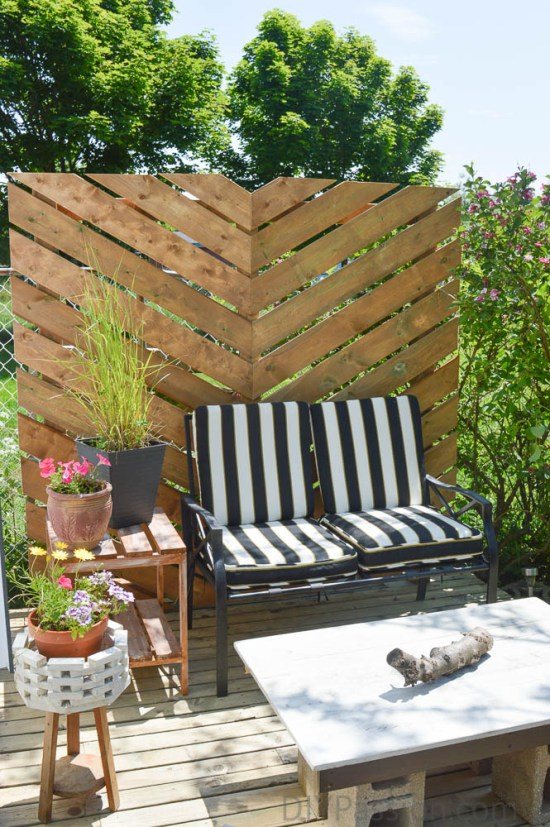 17 diy privacy screen projects for your patio or backyard the self sufficient living. Black Bedroom Furniture Sets. Home Design Ideas