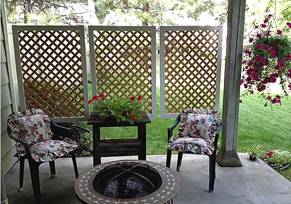 17 diy privacy screen projects for your patio or backyard for Balcony privacy solutions
