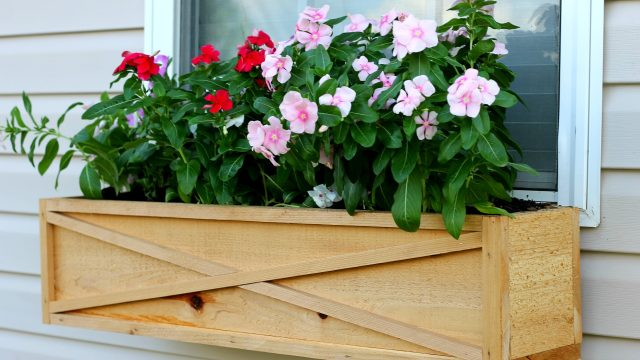 Do It Yourself Home Design: 23 DIY Window Box Ideas-Build And Fill Them With Colorful