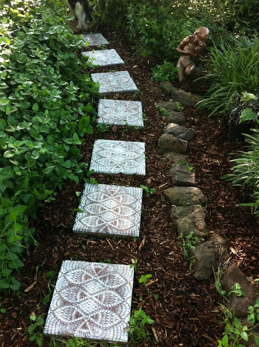 Lace-Style DIY Stepping Stones