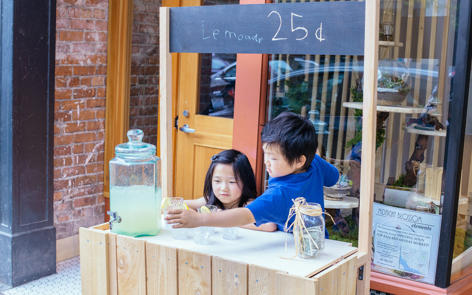 Wooden and Chalkboard Lemonade Stand