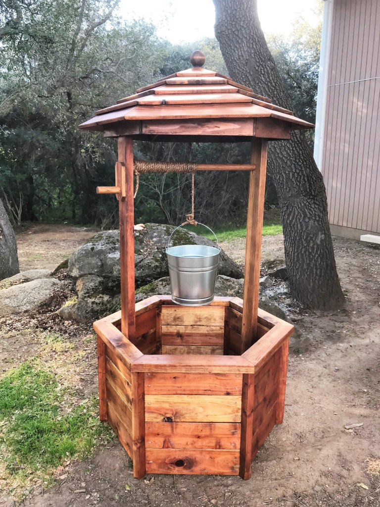 DIY Wishing Well With Bucket