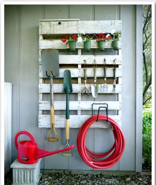 Vertical Pallet Pot and Tool Organizer